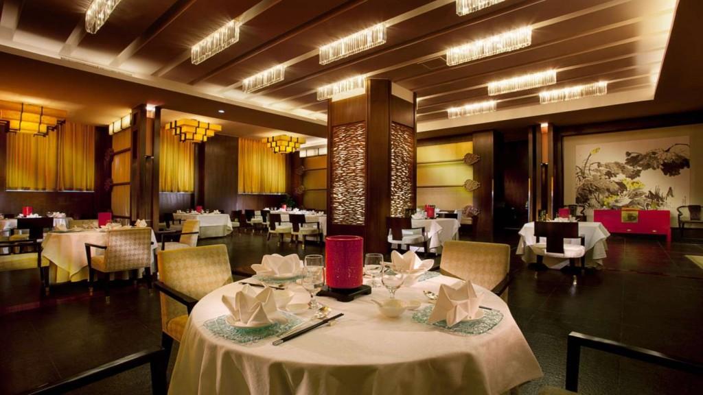 hotel-dining-room